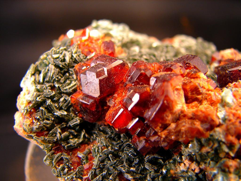 kak-otlichit-kamen-granat-ot-poddelki-2